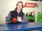André Wenger, bei der ESA für Einkauf, Marketing, Investitionsgüter zuständig, präsentiert die Produktevielfalt.